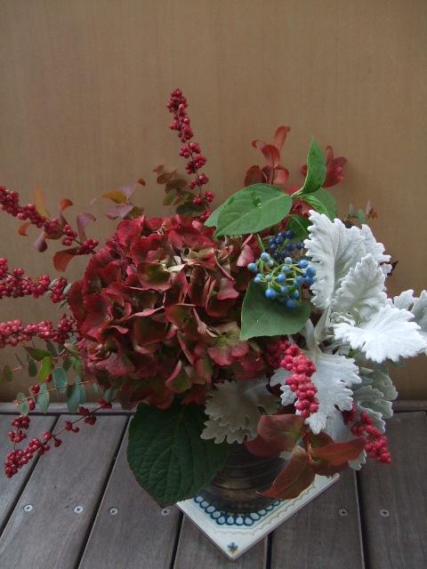 オークリーフ(赤い紫陽花のアレンジメント)_f0049672_14483959.jpg