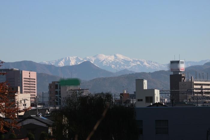 福井市から見る 白く輝く山々_f0229508_100727.jpg