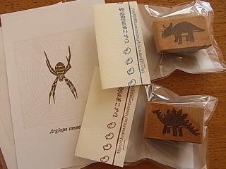 職人技!コガネグモのポストカードが入荷です。_b0102217_18574858.jpg