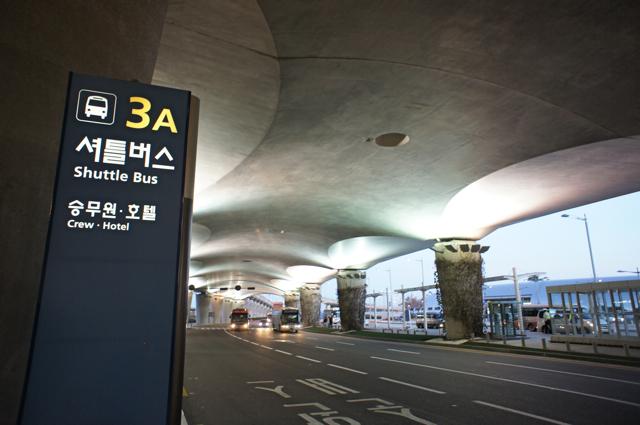 空港のサイン比較_e0175918_0122295.jpg