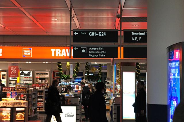 空港のサイン比較_e0175918_0193516.jpg