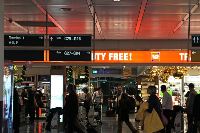 空港のサイン比較_e0175918_020982.jpg