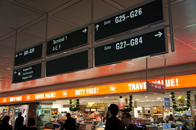 空港のサイン比較_e0175918_0214125.jpg