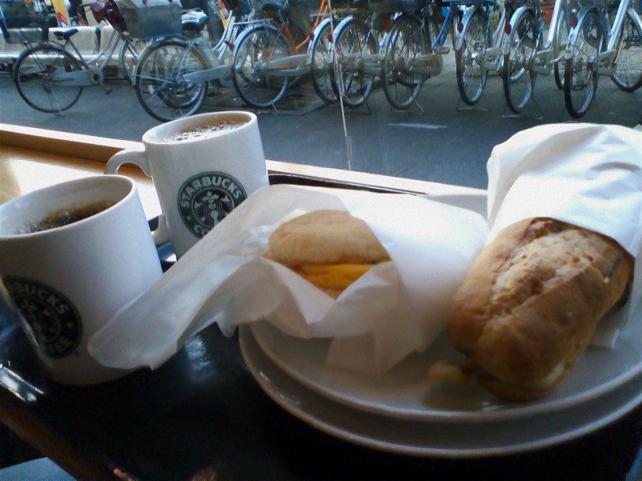 Starbucksで小腹_c0206645_18562991.jpg