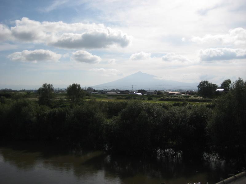 『津軽』を歩く(21)岩木山_c0013687_19565525.jpg