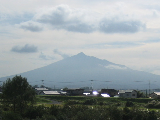 『津軽』を歩く(21)岩木山_c0013687_225834100.jpg