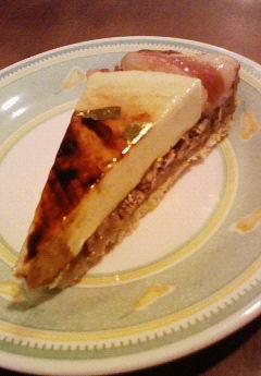 本日のスペシャルケーキはりんごとナッツのタルト♪_c0069047_18495799.jpg