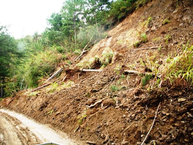 ボントク~パラセレス・ロード 台風JUANによる土砂崩れ_b0128901_10193167.jpg