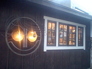 ◆ コーヒーブレイク     窓と顔^^_e0098739_1212557.jpg