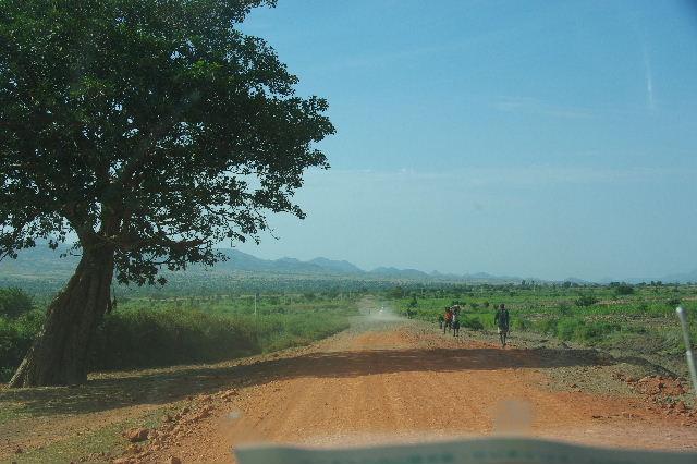 エチオピア(26) 荷を運ぶ、コンソ族の女たち_c0011649_7403939.jpg