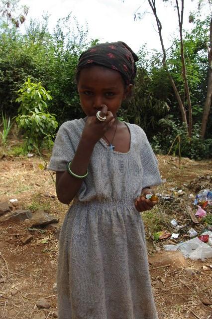 エチオピア(26) 荷を運ぶ、コンソ族の女たち_c0011649_7551019.jpg
