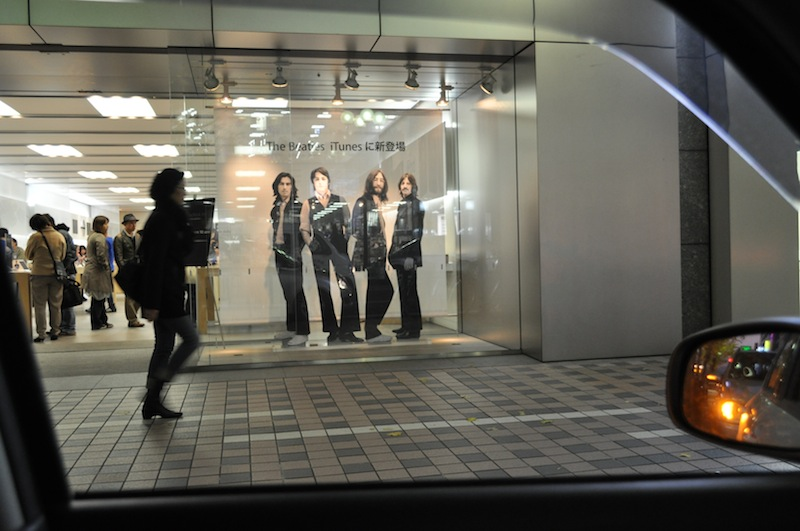 Meet the Beatles !! at Apple Store Sapporo_b0068572_20114641.jpg