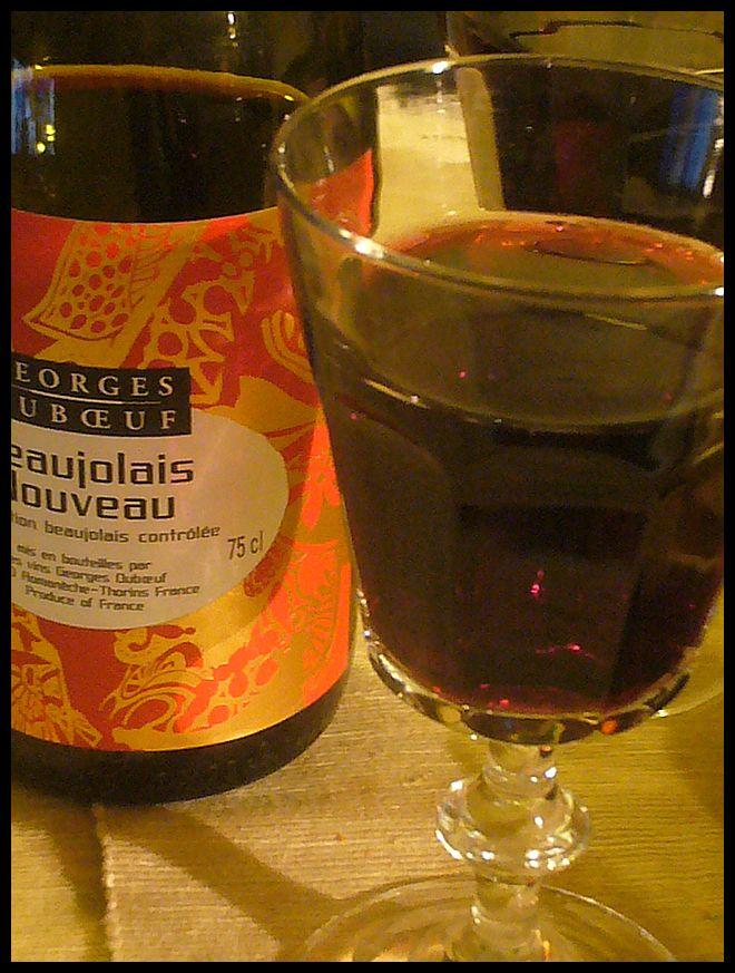【ワイン】Beaujolais Nouveau 2010 (PARIS)_a0014299_18472529.jpg