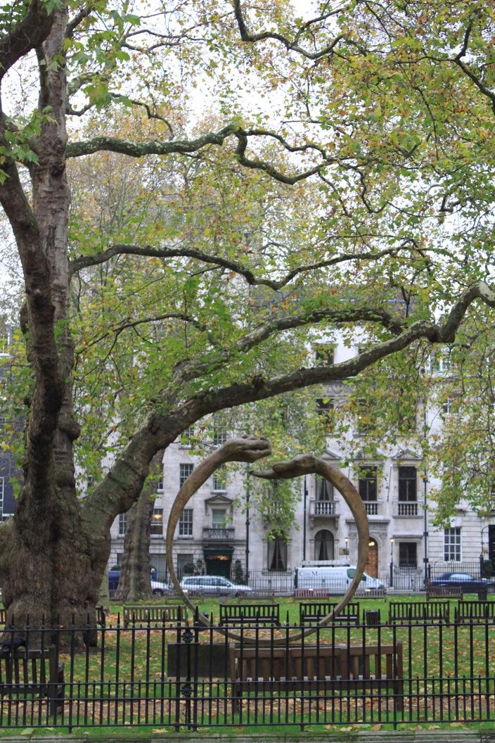 すでにクリスマスなロンドン街角より_a0137487_1573038.jpg