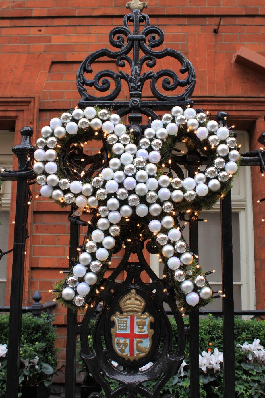 すでにクリスマスなロンドン街角より_a0137487_1591120.jpg