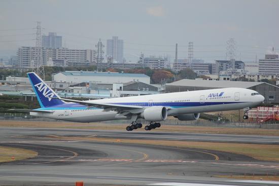 ANA ボーイング777-300ER 伊丹空港_d0202264_1402731.jpg