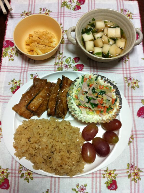 今日の給食はサンマの蒲焼き 動画でどうぞ_b0188106_1251913.jpg