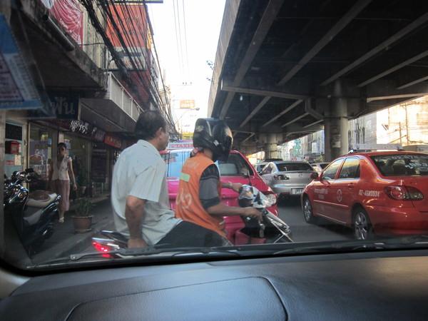 タイのマクドナルド(バイクタクシーに乗りました)_b0100062_10111722.jpg