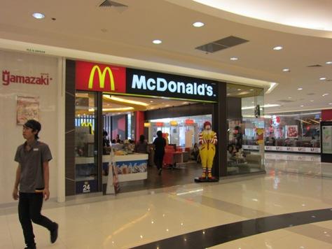 タイのマクドナルド(バイクタクシーに乗りました)_b0100062_9134680.jpg