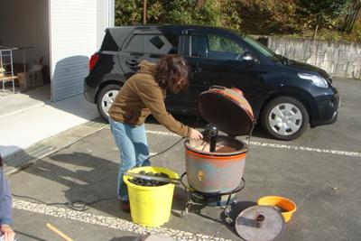 炊き出し訓練と避難訓練を行いました。_a0154110_1436446.jpg
