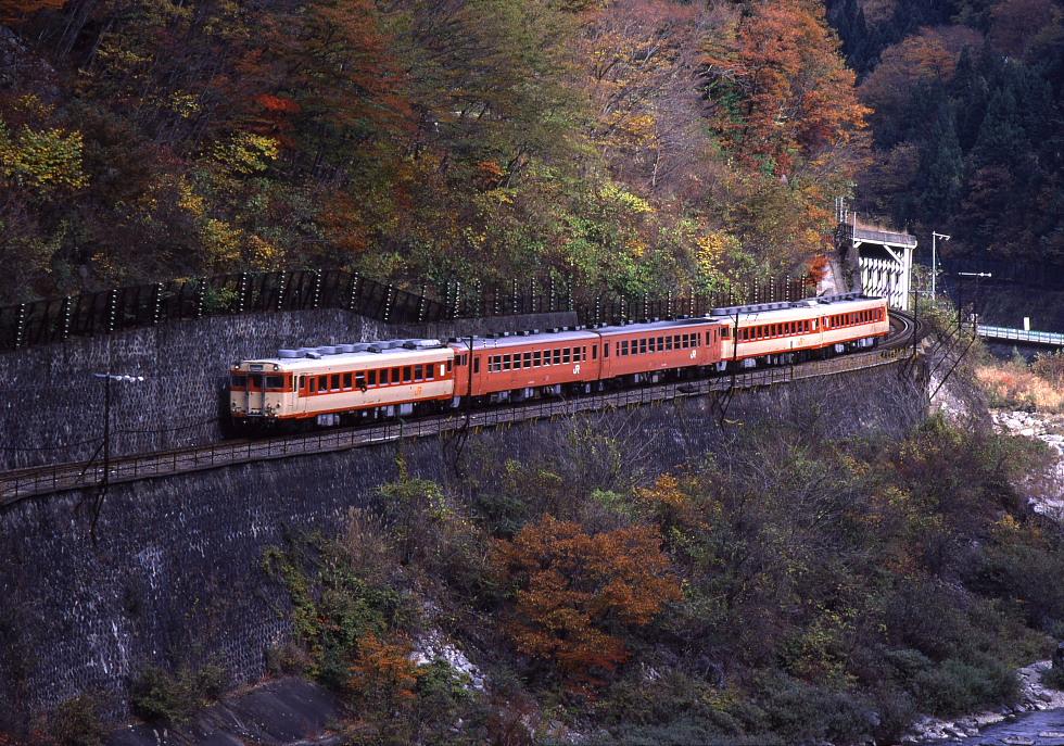 高山線にDD51の貨物列車が走っていた頃 - 紅葉の飛騨路 -_b0190710_23521485.jpg
