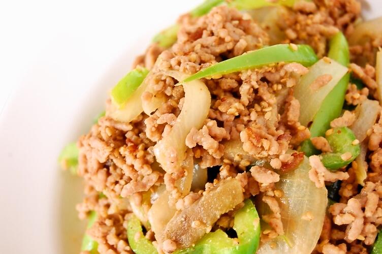 たっぷりゴマ入り☆茄子とひき肉とピーマンの味噌炒め_d0104926_2591280.jpg
