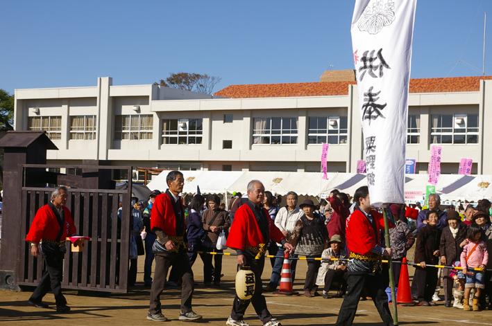 これが銚子神幸祭の時に東大社の神輿に巻かれた水引絹_c0014967_13211958.jpg