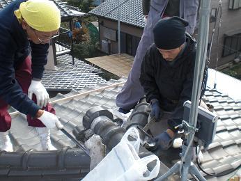 瓦屋根の雨漏り補修~棟瓦の取り外し_d0165368_3531773.jpg