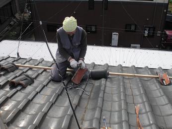 瓦屋根の雨漏り補修~棟瓦の取り外し_d0165368_355588.jpg