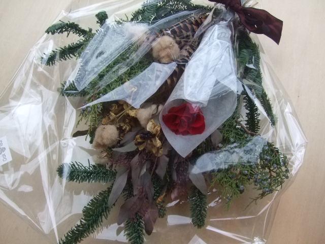オークリーフ(オレゴンのモミと、バラ・マノンの花束)_f0049672_11575214.jpg
