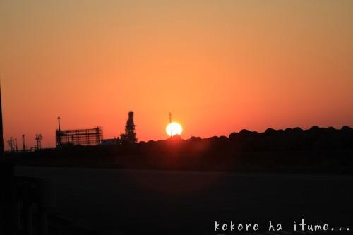 太陽と月の間に_b0153363_2224789.jpg
