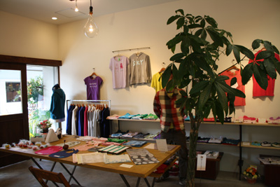 ヒッコリー スリー トラベラーズさんの店舗デザインに「2010 NIIGATAショップデザイン賞」_e0202275_13473537.jpg