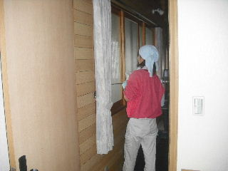 窓と高圧洗浄作業_f0031037_18523378.jpg
