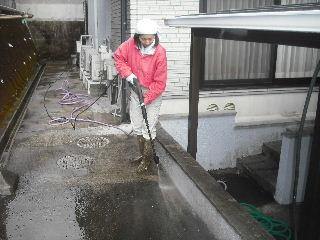 窓と高圧洗浄作業_f0031037_1853990.jpg