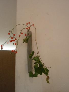 小さな花入れに実ものを少し_b0132442_176474.jpg