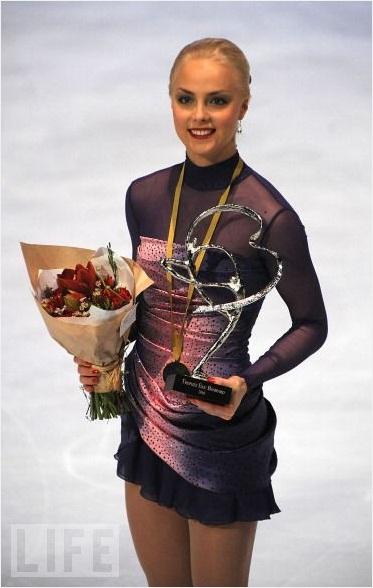 キーラ・コルピ選手GPS初優勝!長洲未来選手も初の表彰台 -フランス杯・女子フリー_b0038294_10494340.jpg