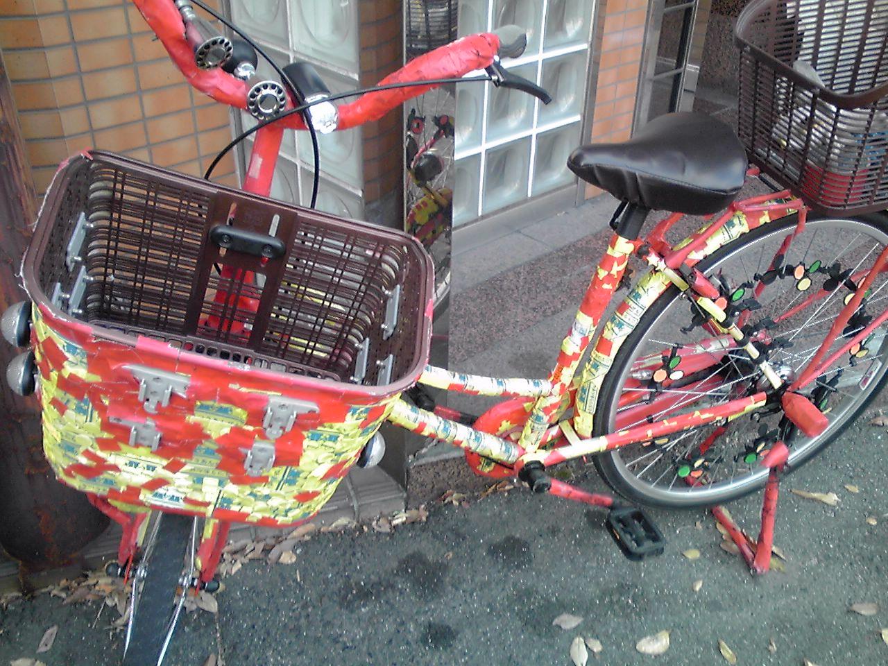 近所にいっつもとまってる自転車_e0155231_1723341.jpg