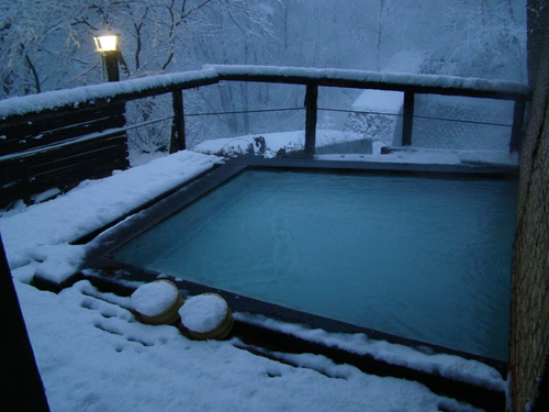 初冬の風物 大平ホテル雪囲い_b0185375_16514346.jpg