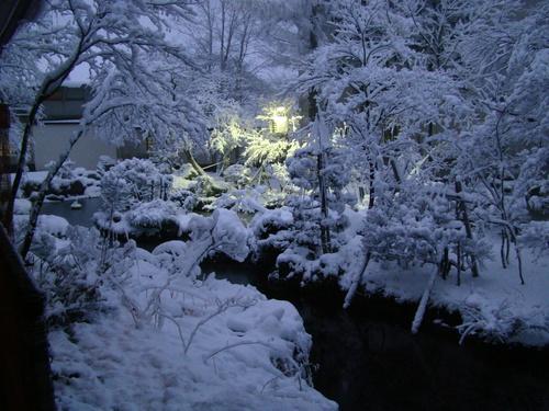 初冬の風物 大平ホテル雪囲い_b0185375_16541733.jpg