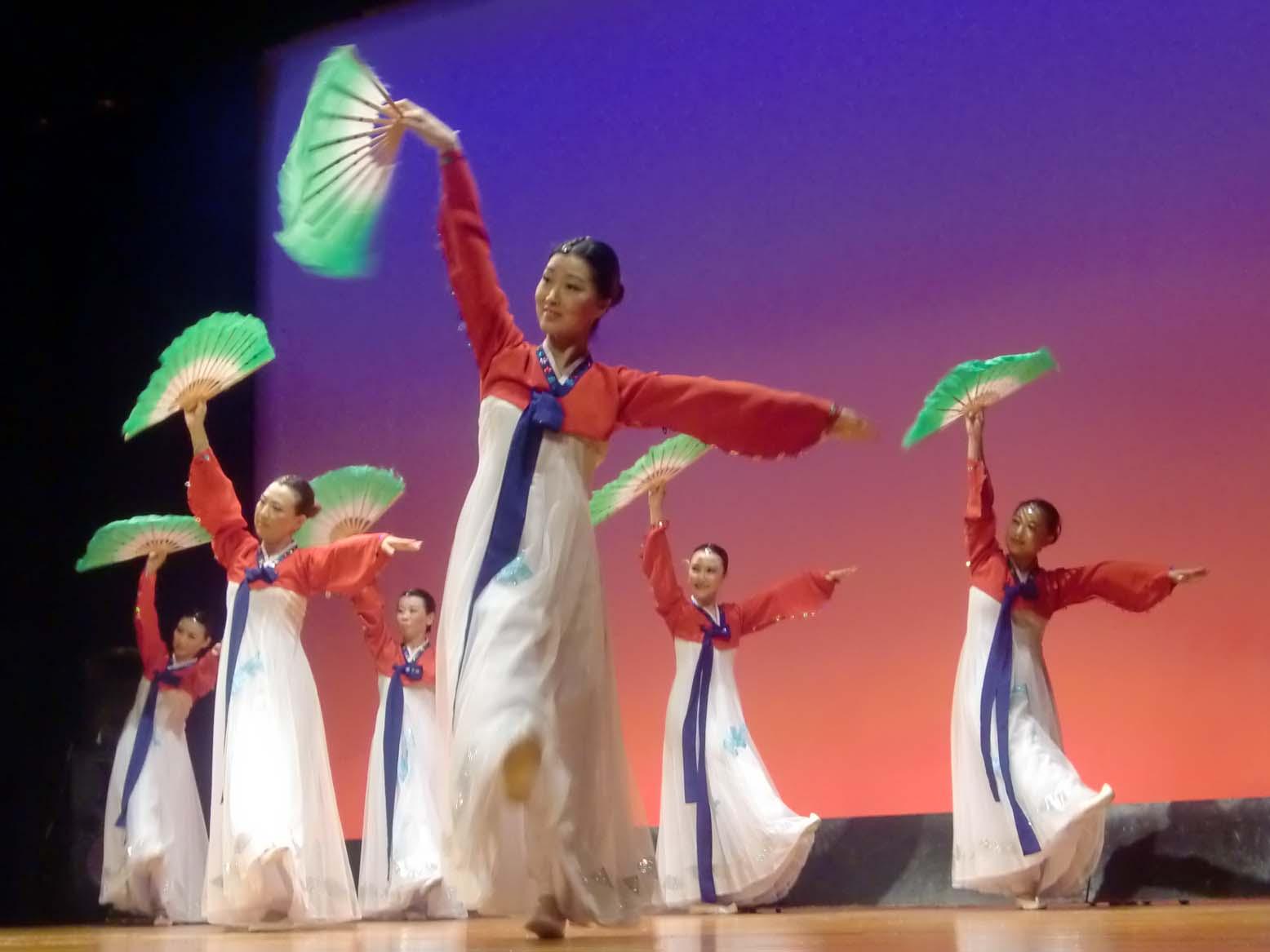 在日朝鮮族女性会創立3周年記念公演_d0007589_21372987.jpg