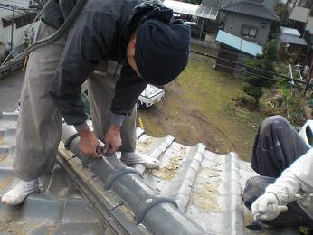 瓦屋根の雨漏り補修~棟の積み直し(続き)_d0165368_7204948.jpg