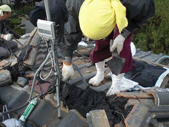 瓦屋根の雨漏り補修~棟の積み直し(続き)_d0165368_722118.jpg