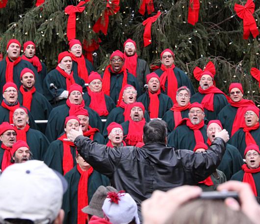 サウス・ストリート・シーポートの歌うクリスマス・ツリー 2010_b0007805_1085845.jpg