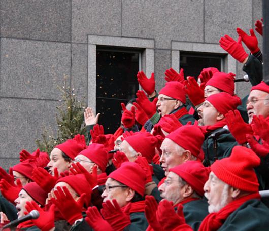 サウス・ストリート・シーポートの歌うクリスマス・ツリー 2010_b0007805_9163281.jpg