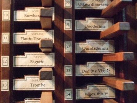 ネルヴィアーノのオルガン Nerviano_f0161652_1947033.jpg