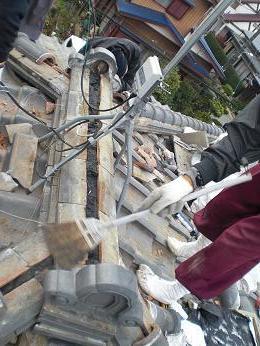 瓦屋根の雨漏り補修~棟の積み直し工事終了です。_d0165368_7355192.jpg
