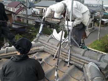 瓦屋根の雨漏り補修~棟の積み直し工事終了です。_d0165368_7365457.jpg