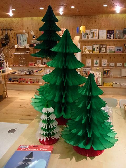 デンマークのハニカムペーパー製クリスマスツリー、各種入荷!_a0121669_23595439.jpg