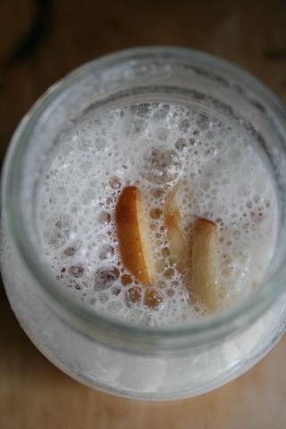 りんごとピーナッツで。_f0082141_231167.jpg