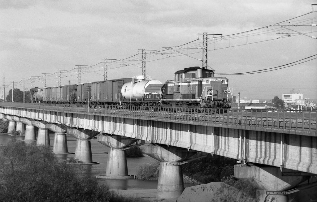 1986年10月山陰本線斐伊川にて貨物列車_f0203926_2043563.jpg